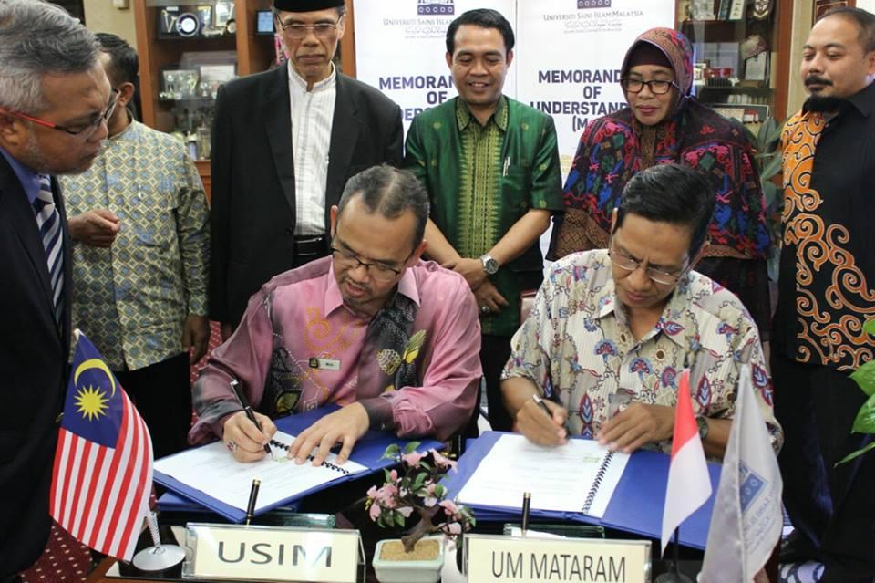 Rektor UM Mataram dan Rektor University Sains Islam Malaysia menandatangani MoU