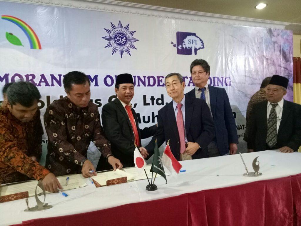 Ketua KUI UMMat Dr.  Lukman,  M. Pd Menandatangani MOu dengan Holding Compani Japan