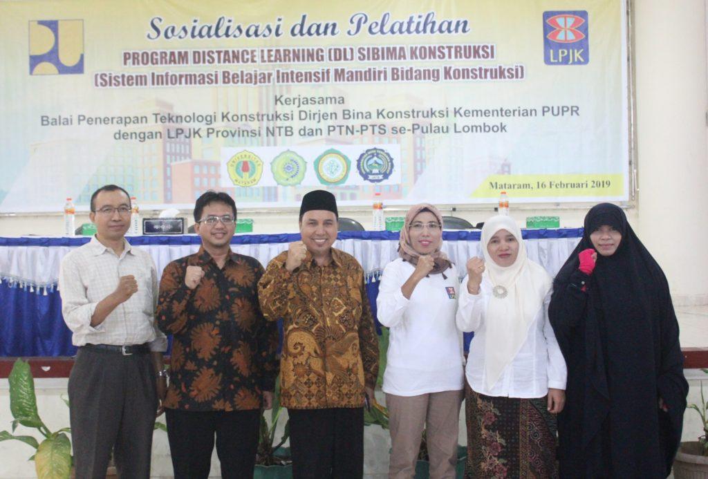 Rektor UMMAT Membuka Kegiatan Sosialisasi dan Pelatihan Program Distance Learning SIBIMA Konstruksi